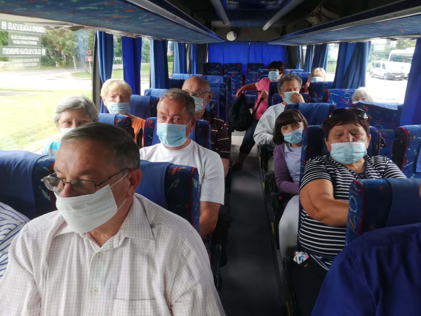 Veselo, veselo, seniori - u autobusu